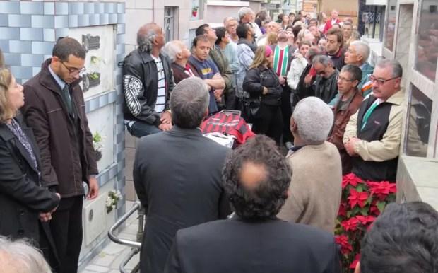 Assis, do Casal 20, é enterrado em Curitiba (Foto: Fernando Freire)