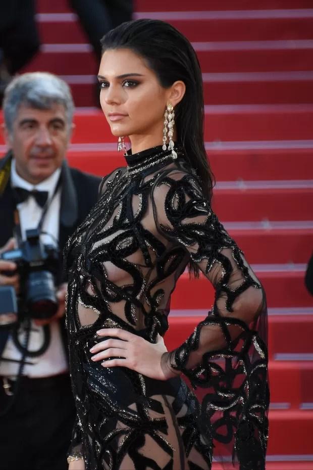 Kendal Jenner aposta em transparência no tapete vermelho de Cannes (Foto: Getty Image)