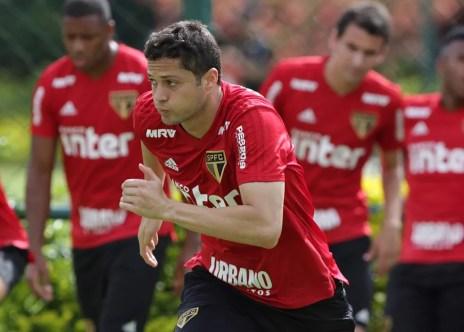 Anderson Martins treina com a camisa do São Paulo — Foto: Rubens Chiri / saopaulofc.net