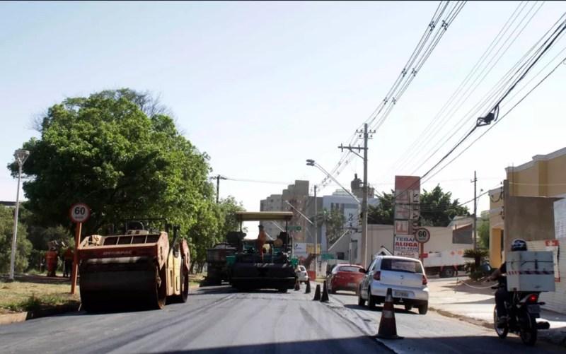 Rua de Rio Preto sendo recapeada; novo contrato começa na segunda-feira (18) — Foto: Divulgação/Rio Preto