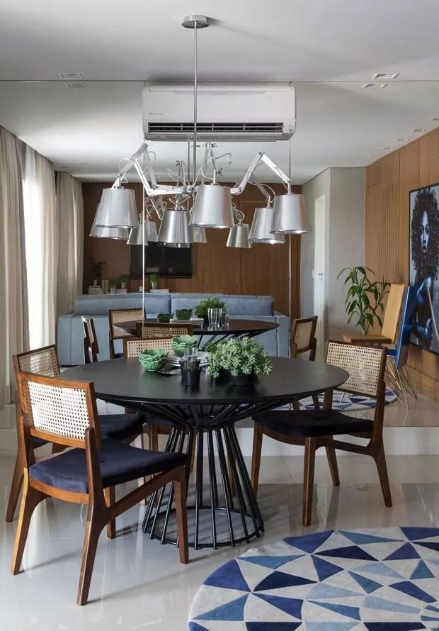 Dcor do dia sala de jantar com madeira e tons de azul