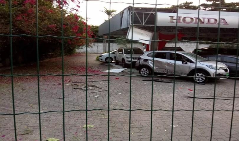 Criminosos atacam concessionária de veículos na Avenida Washington Soares em Fortaleza. — Foto: Rafaela Duarte/TV Diário