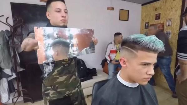 Argentino Gabriel Heredia trabalha como cabeleireiro em Buenos Aires (Foto: BBC)