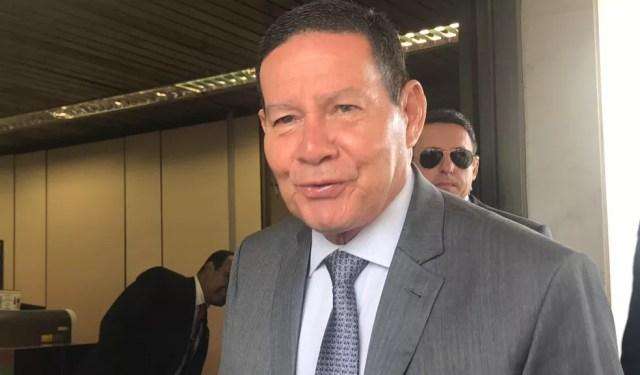 O vice-presidente Hamilton Mourão durante entrevista a jornalistas no Palácio do Planalto — Foto: Guilherme Mazui/G1