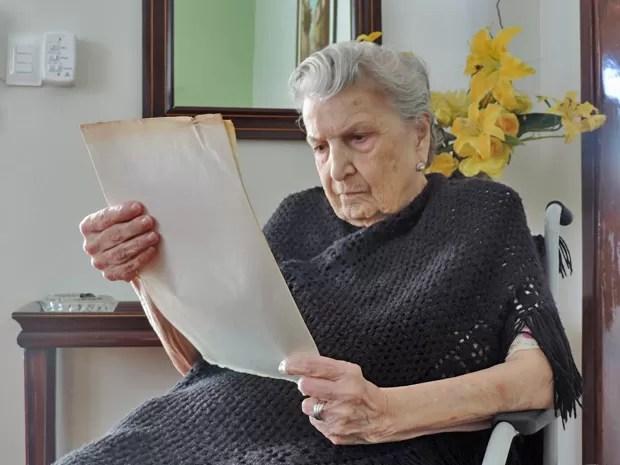 Resultado de imagem para linda professora idosa