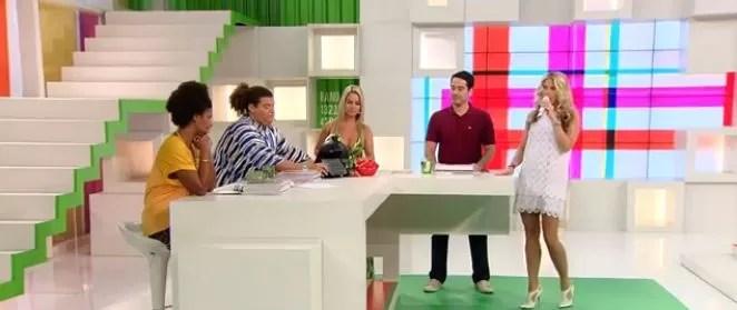 """Adriane Galisteu e o elenco de """"Muito +"""", da Band (Foto: Reprodução)"""