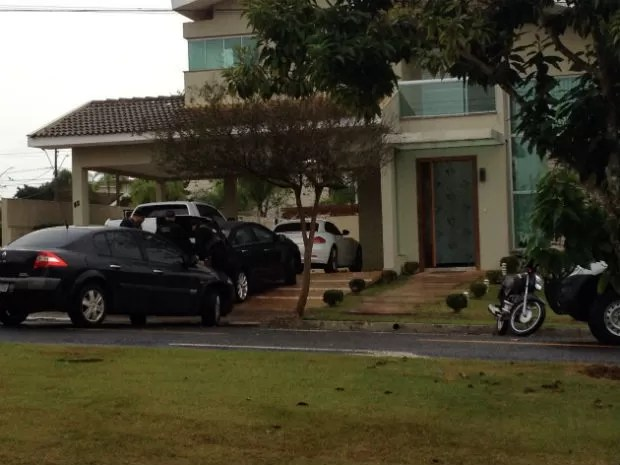 Investigados mantinham vida de luxo em Londrina, segundo a PF  (Foto: Wilson Kirsche / RPC )