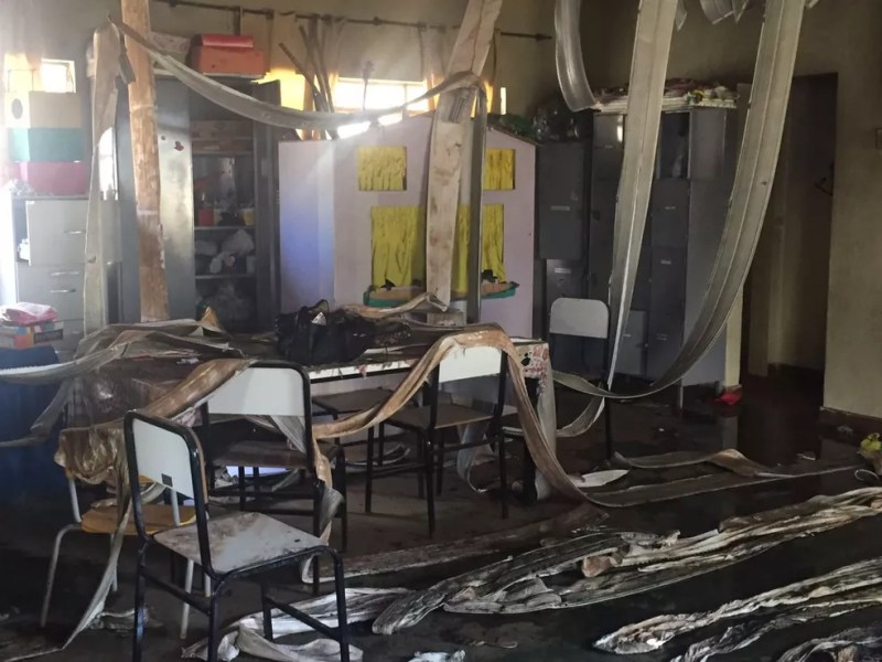Interior da creche de Janaúba que foi incendiada nesta quinta (5) (Foto: Natália Jael/Inter TV Grande Minas)
