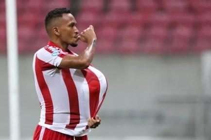 Jhonnatan marcou pelo Náutico pela primeira vez após a chegada do técnico Márcio Goiano (Foto: Marlon Costa/Pernambuco Press)