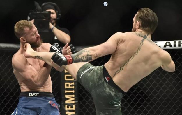 Chute alto abriu o caminho para a vitória de McGregor — Foto: Getty Images