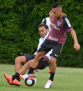 neilton wellington nem treino São Paulo (Foto: Érico Leonan / saopaulofc.net)
