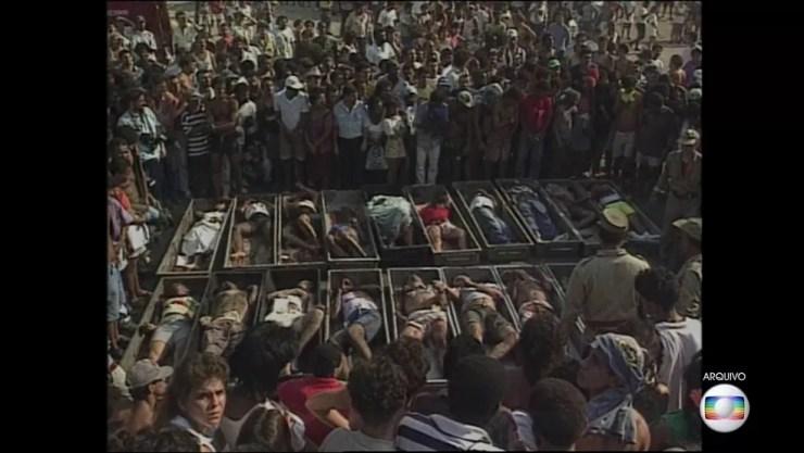 Vinte e uma pessoas inocentes foram assassinadas em Vigário Geral — Foto: Reprodução / TV Globo