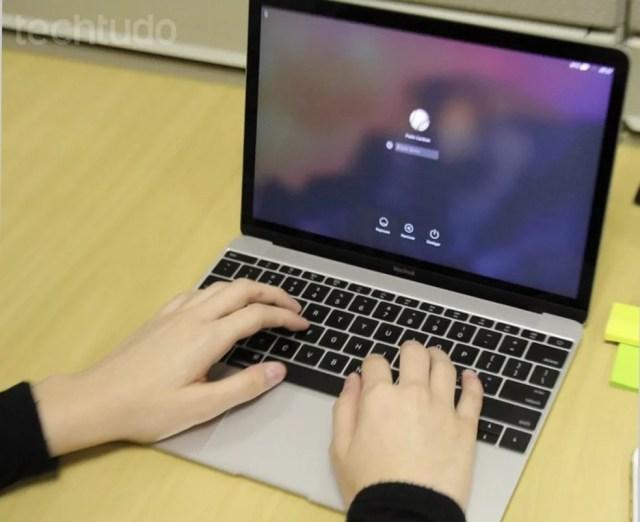 MacBook de 12'' foi primeiro a trazer teclado borboleta — Foto: Elson de Souza/TechTudo