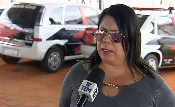 Delegada Simone Firmino explica que suspeito será indiciado por homicídio qualificado, sem chance de defesa (Foto: TV TEM/Reprodução)