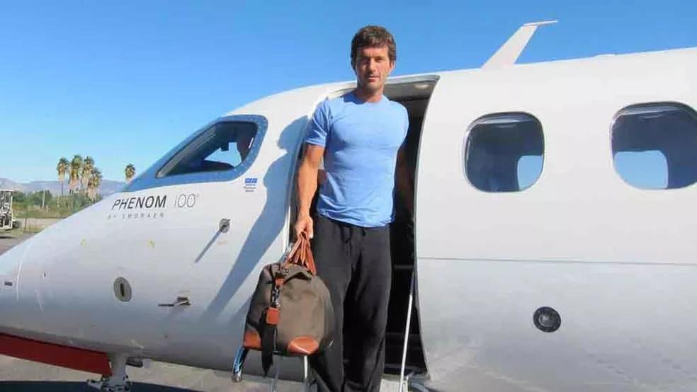 Khalil Rafati superou o vício em drogas, ficou milionário e agora só viaja em seu jatinho privado  (Foto: Khalil Rafati/Arquivo pessoal/BBC )