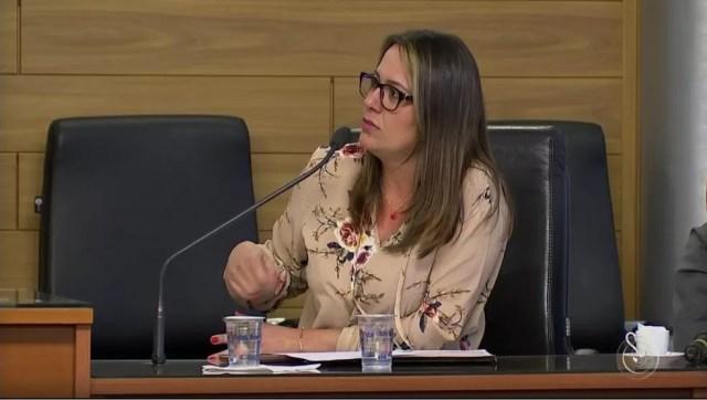 Tatiane Polis presta depoimento à CPI da Câmara de Vereadores que investiga confusão na prefeitura (Foto: Reprodução/TV TEM)