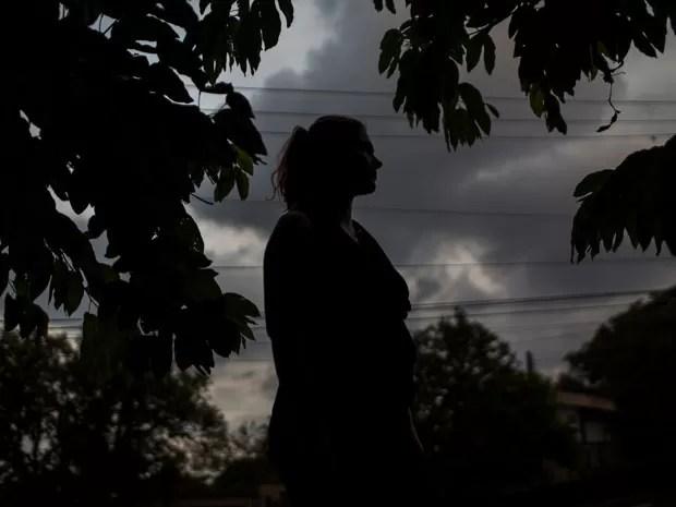 A francesa D.L. morava no Brasil, mas resolveu voltar para a França após se decidir pelo aborto (Foto: Victor Moriyama/G1)