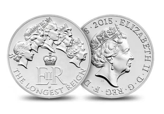 A casa da moeda do Reino Unido (Royal Mint) lançou nesta terça-feira (1º) uma edição especial de moedas que celebra o reinado de Elizabeth II, que está muito perto de se transformar no mais longevo da história britânica (Foto: Reprodução/Royal Mint)