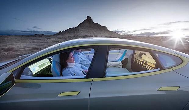 Por fora é um carro normal, por dentro, sala e escritório (Foto: Divulgação)