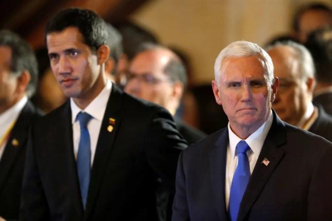 Vice-presidente dos Estados Unidos, Mike Pence, e o líder da oposição e autoproclamado presidente da Venezuela, Juan Guaidó, participam de reunião do Grupo de Lima, em Bogotá, na Colômbia, nessa segunda-feira (25) — Foto:  Luisa Gonzalez/ Reuters
