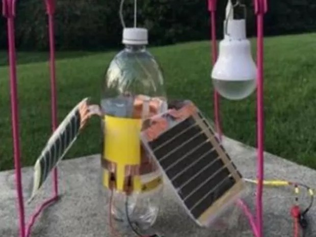 Aparelho utiliza material piezoelétrico para gerar energia limpa (Foto: Discovery Education)