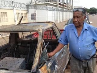 Sebastião Vicente teve dois carros incendiados (Foto: Larissa Matarésio/G1)