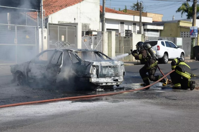 Corpo de Bombeiros apagou o fogo e ninguém ficou ferido (Foto: Julio Leite/Arquivo Pessoal)