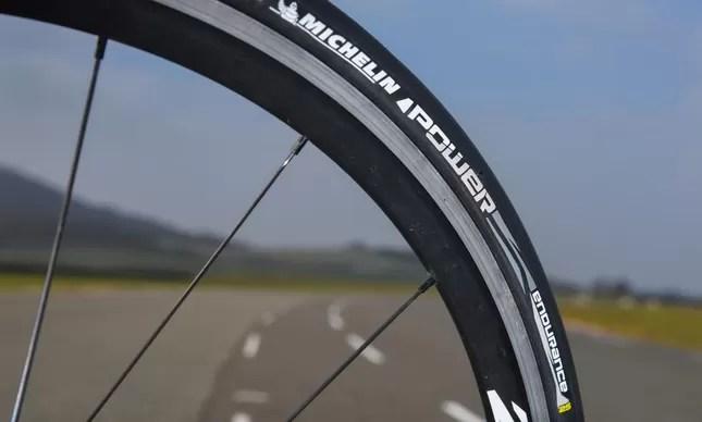 Novo modelo de pneu para estrada