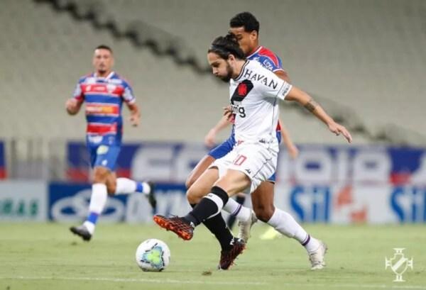 Benítez em ação contra o Fortaleza; derrota eleva risco de queda do Vasco a 50% — Foto: Rafael Ribeiro/Vasco
