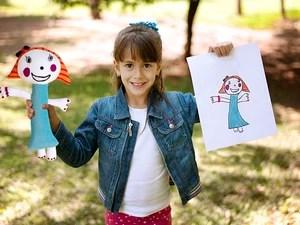 G1  Me e filha transformam desenhos de crianas em