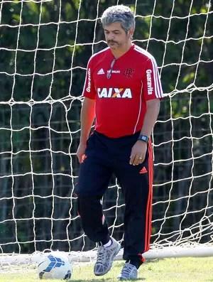 Ney Franco no treino do Flamengo (Foto: Marcos Tristão / Agência O Globo)