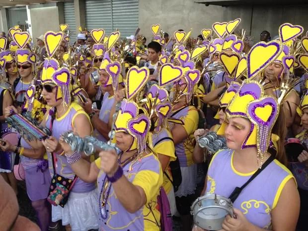 Bateria dá o tom da animação no desfile do Simpatia é Quase Amor pelas ruas de Ipanema (Foto: Gabriel Barreira/G1)