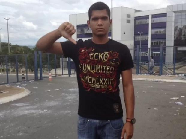 Pedro Henrique Pereira, 17 anos, esqueceu de tirar o relógio e foi desclassificado no Enem, em Goiás (Foto: Gabriela Lima/G1)