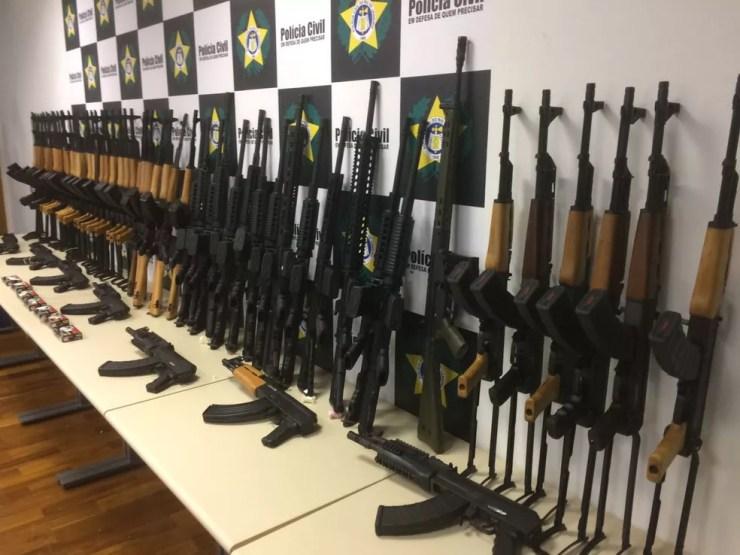 Polícia quer usar fuzis apreendidos no Rio (Foto: Alessandro Ferreira/G1)
