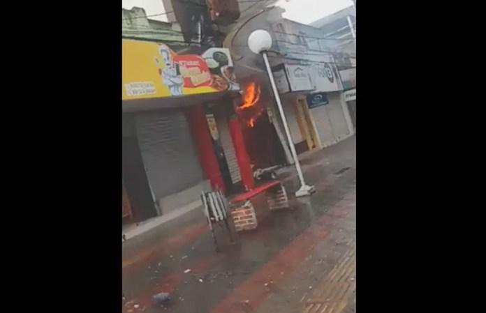 Loja pegou fogo em Itabuna — Foto: Arquivo pessoal