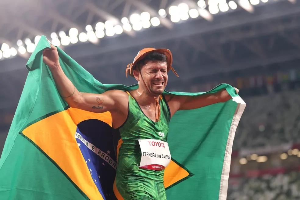 Petrúcio Ferreira dos Santos é bicampeão dos 100m rasos nas Paralimpíadas — Foto: Carmen Mandato/Getty Images