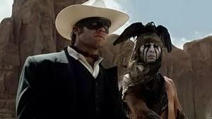 Colby, Texas, 1869. John Reid é um advogado que acaba de retornar à sua cidade-natal, onde vive seu irmão, Dan, a cunhada Rebecca e o sobrinho, Danny. John está disposto a cumprir a justiça ao pé da letra, levando os criminosos ao tribunal, apesar da resistência local. Ao acompanhar o irmão e outros Texas Rangers em uma patrulha pelo deserto, o grupo é atacado pelos capangas de Butch Cavendish, um bandido que tem a fama de comer carne humana. Todos são assassinados, com exceção de John, que fica à beira da morte. O índio Tonto o encontra e, ao perceber que um cavalo branco escolhe John, passa a ajudá-lo. Tonto acredita que John foi escolhido por um mensageiro espiritual e que, como voltou da morte, não pode mais ser morto. A partir de então, John passa a usar uma máscara e, ao lado de Tonto, faz de tudo para reencontrar Cavendish.