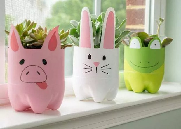 Decorated vases become fun items (Photo: Disclosure / Plastic Transformation Movement)