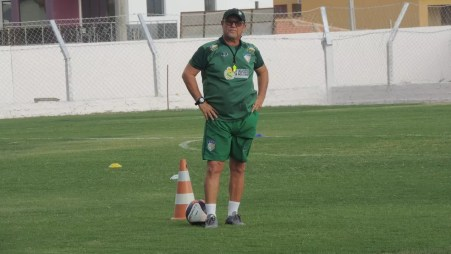 Pedro Manta é técnico da Coruja no Estadual (Foto: Lucas Liausu)