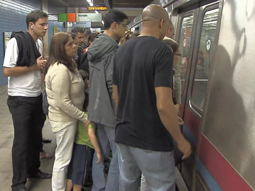 O Metrô do Distrito Federal conta com um vagão exclusivo para mulheres e pessoas com deficiência desde julho de 2013 — Foto: TV Globo/Reprodução