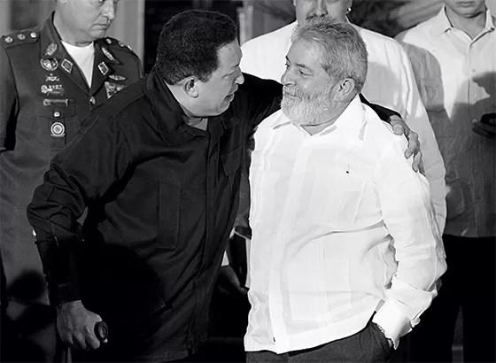 AMIZADE LUCRATIVA Lula e Chávez em Caracas. O MP pediu ao BNDES dados sobre empréstimo  à Venezuela (Foto: Jorge Silva/Reuters)