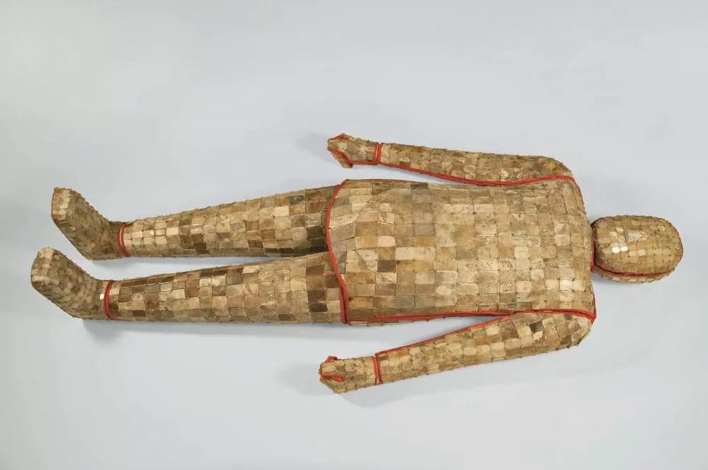 Armadura mortuária de jade (Foto: Divulgação/ Yizheng Museum)