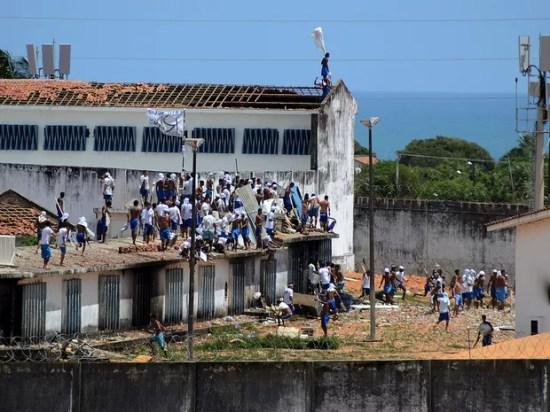 Presos iniciaram novo motim na Penitenciária de Alcaçuz, no RN, nesta terça (17) (Foto: Frankie Marcone/Futura Press/Estadão Conteúdo)