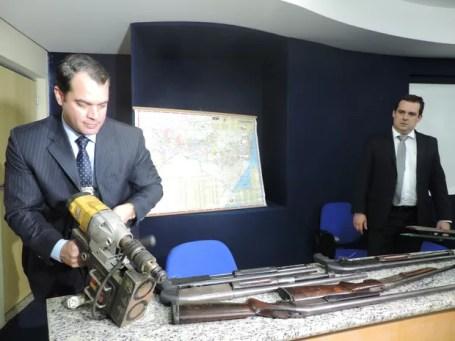 Polícias Federal, Civil e Militar apresentam materiais utilizados por quadrilha suspeita de arrombar os bancos em PE (Foto: Bruno Marinho/G1)