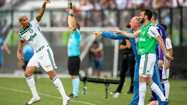 Deyverson comemora o gol sobre o Vasco