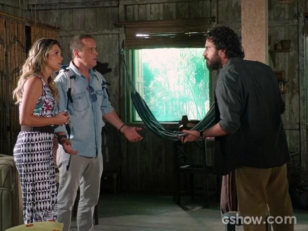 André pede para Heloísa e Flávio deixarem Tapiré (Foto: Além do Horizonte/TV Globo)