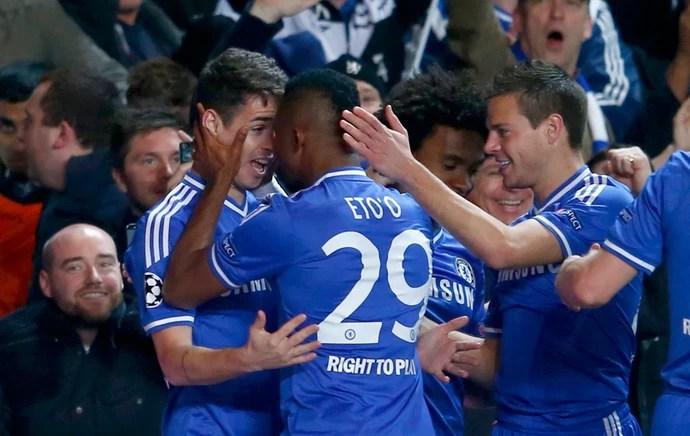 Eto'o e Oscar Chelsea x Galatasaray (Foto: Reuters)