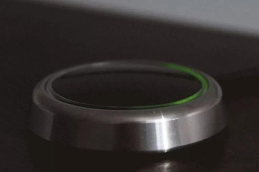 Dispositivo acende um led indicando o multiplo acionamento — Foto: Divulgação/LoveSync