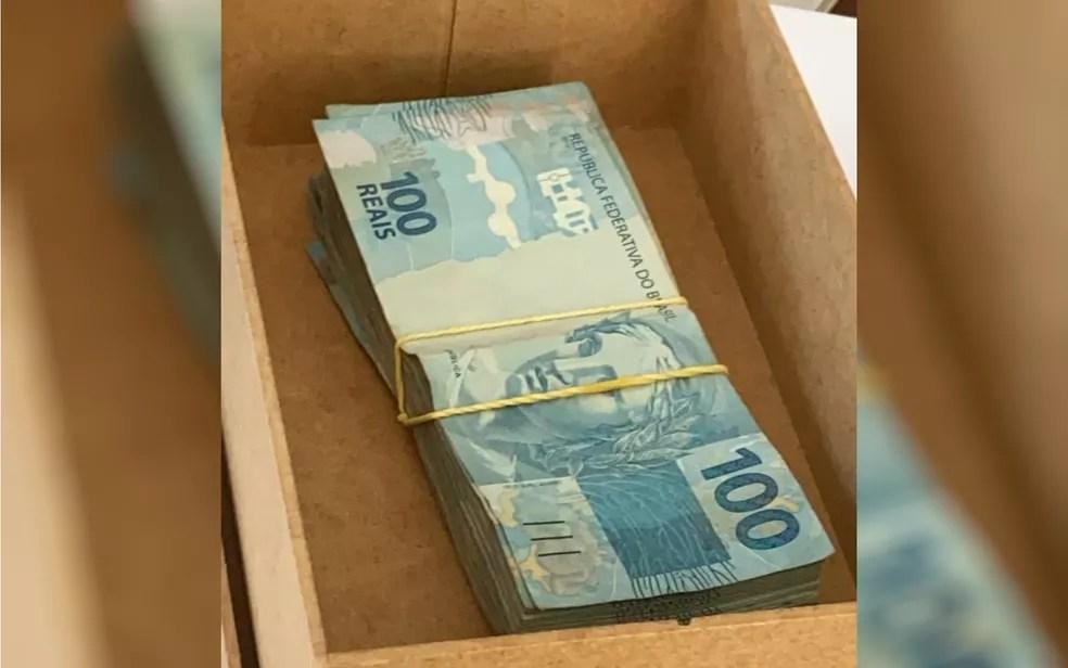 Ação do MP apreendeu dinheiro na casa do padre Robson — Foto: MP-GO/Divulgação
