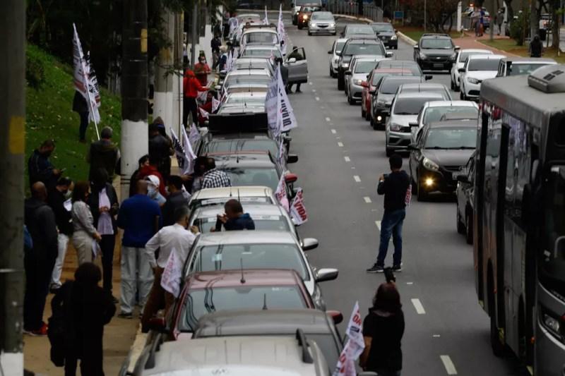 Professores protestam contra proposta de reabertura das escolas durante pandemia de coronavírus — Foto: Felipe Rau/Estadão Conteúdo